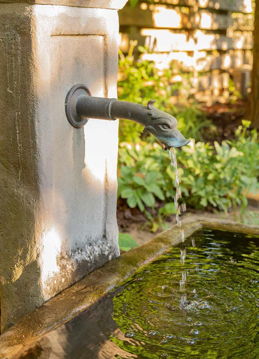 Romantischer Garten Wasserhahn